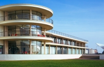 Bexhill pavilion - https://www.itsnicethat.com/articles/great-british-galleries-the-de-la-warr-pavilion