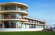 Bexhill pavilion - https://www.itsnicethat.com/articles/great-british-galleries-the-de-la-warr-pavilion
