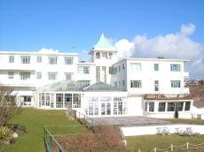 Burgh Island Hotel - https://www.pinterest.co.uk/pin/92816442291113359/