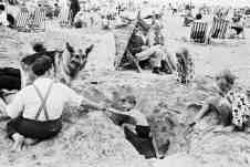 Tony Ray - https://www.theguardian.com/artanddesign/gallery/2018/jan/13/the-great-british-seaside-in-pictures
